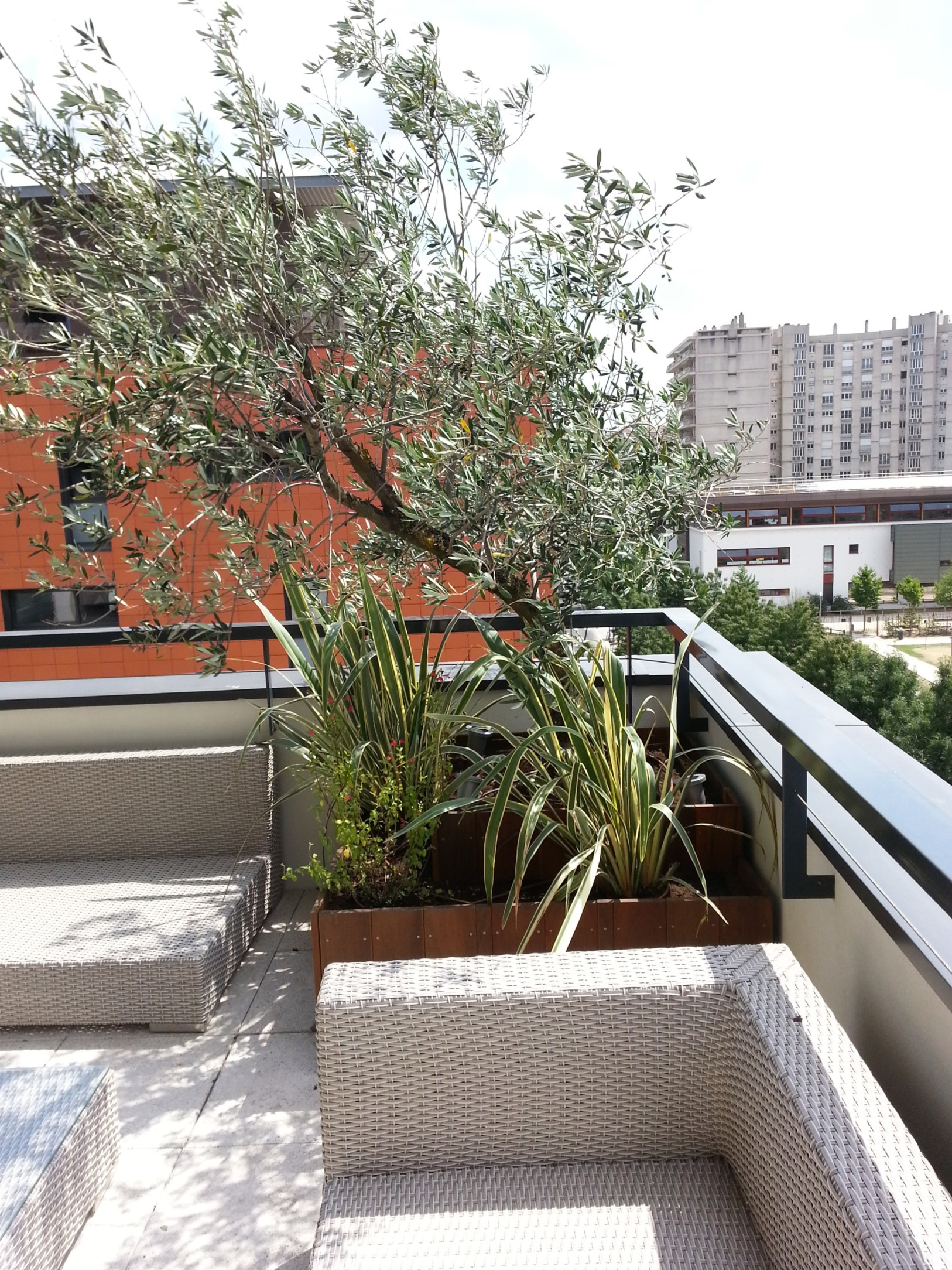 jour de jardin paysagiste lyon balcons. Black Bedroom Furniture Sets. Home Design Ideas